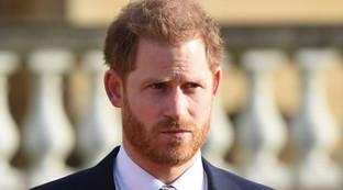 Il principe Harry serio e teso al primo impegno dopo la