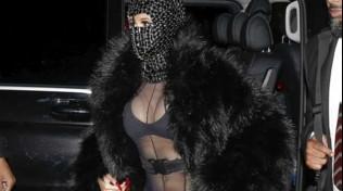 Cardi B sfida il freddo di Parigi... mezza nuda