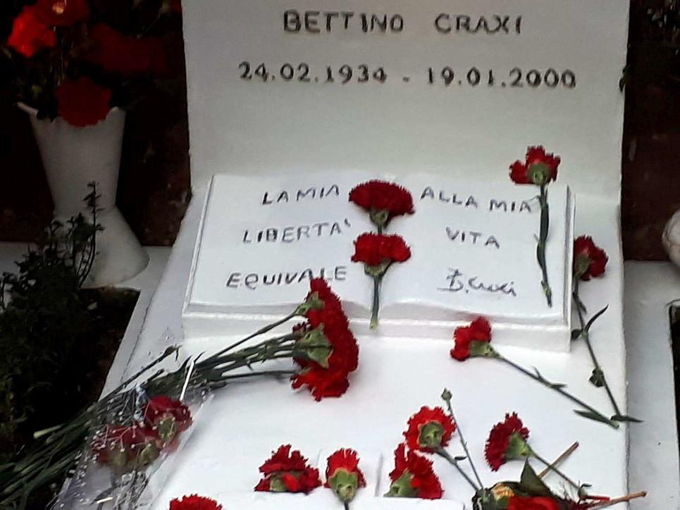 Hammamet, l'omaggio per il ventennale della morte di Craxi