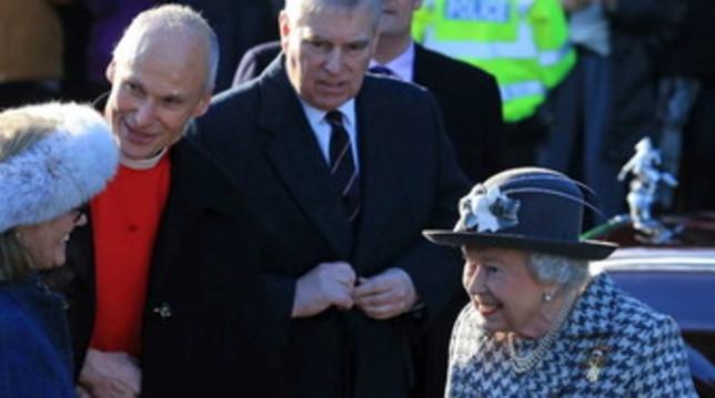 """Dopo Harry e Meghan, la Regina Elisabetta """"perdona"""" anche il principe Andrea"""