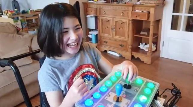 Gb: genitore realizza il sogno della figlia disabile costruendole un controller per giocare a Zelda