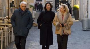Per Mara Carfagna una passeggiata in famiglia a Roma