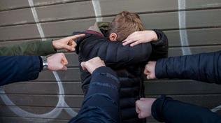 Calano i reati d'odio ma tre su quattro sono razzisti   Lamorgese: