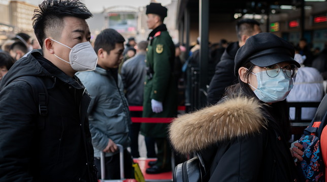 Virus misterioso, primo caso in Australia  In Cina 77 nuovi contagi, sei le vittime  Video - I medici sui voli prima del decollo
