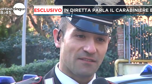 Roma, carabiniere fuoriservizio salva una bimba di 20 giorni che stava soffocando