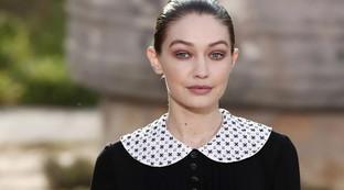Paris Haute Couture 2020, Chanel: colletti e calzini, ritorno all'infanzia