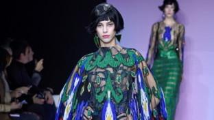 Giorgio Armani Privé, la Cina è vicina: abiti per accarezzare le forme