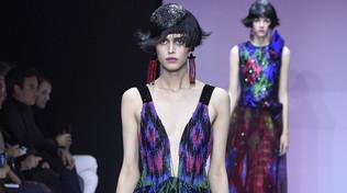 Armani Privé, la Cina è vicina: abiti per accarezzare le forme