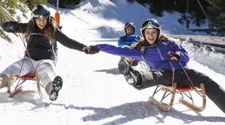Dolomiti: neve da sballo con slittini e bob