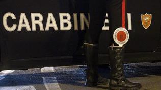 Bergamo, fugge all'alt e trascina un maresciallo: arrestata una 38enne