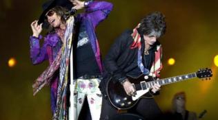 Gli Aerosmith contro il batterista: non suona con il gruppo da 6 mesi