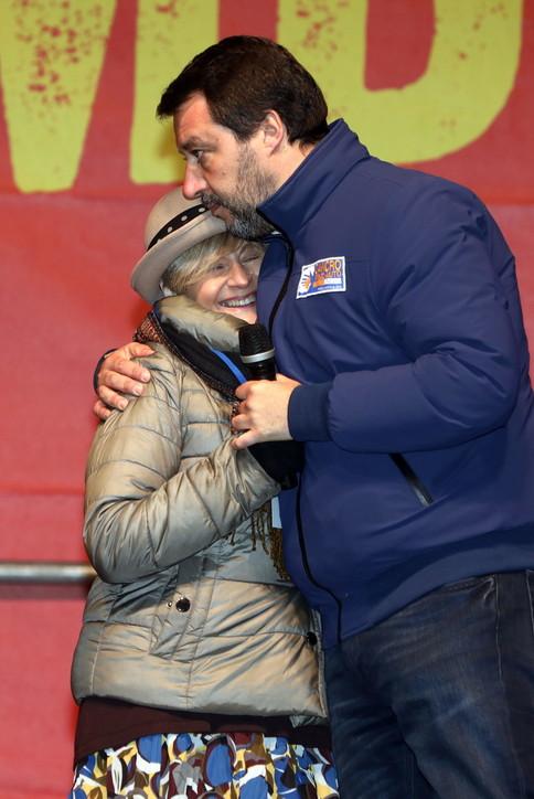Matteo Salvini, comizio a Bibbiano: con lui anche la mamma del piccolo Tommy