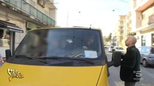 Napoli, bambini a rischio sugli scuolabus abusivi