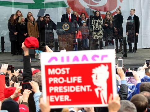 """Trumppartecipa alla marcia contro l'aborto: """"Io difensore dei non nati"""""""