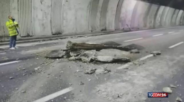 Crollo in A26, il pm valuta il reato di attentato alla sicurezza dei trasporti