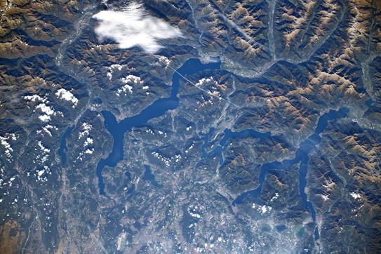 Cartoline dallo spazio: le Alpi e i laghi lombardi visti da Luca Parmitano