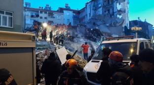 Polvere, macerie e palazzi crollati: terribile terremoto in Turchia