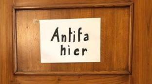 "Antisemitismo, sindaco Sala scrive fuori da casa sua ""vive un antifascista"""