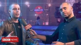 Gb: reporter conduce un'intervista nella Londra di un videogioco
