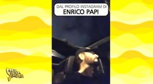 """Videoselfie alla guida, """"Striscia la notizia"""" pizzica anche Enrico Papi"""