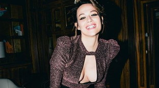 """Laura Chiatti mostra il seno rifatto: """"I soldi meglio spesi"""""""