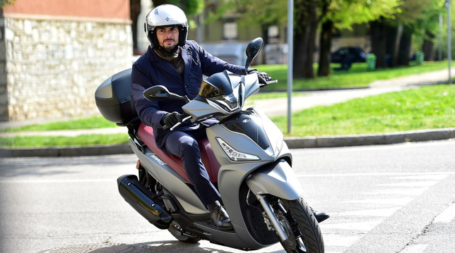 Kymco People S 300i, scooterone d'assalto