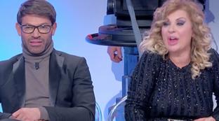 """""""Uomini e Donne"""", Tina contro Marcello: """"Avrai la Porsche, ma sei vecchio decrepito"""""""
