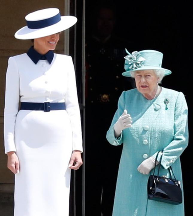 Moda, dress code: l'incontro con la regina Elisabetta di star e celebs