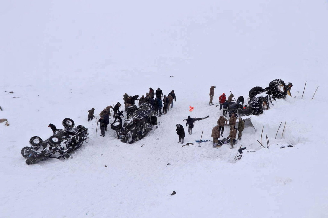 Doppia valanga in Turchia, travolti anche i soccorritori: 38 morti e 53 feriti