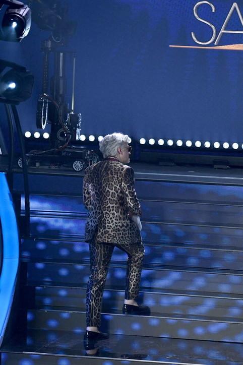 Sanremo, Morgan cambia i testi e Bugo lascia il palco dell'Ariston: arriva la squalifica