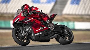 Ducati Superleggera V4, un fulmine sulla strada