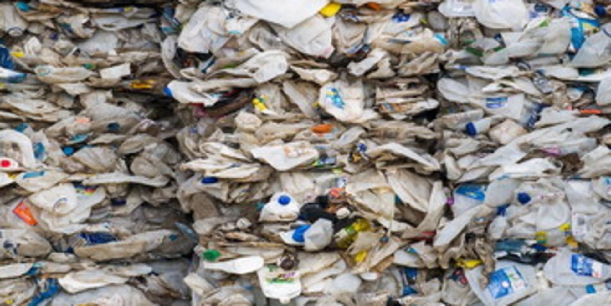 Denuncia Greenpeace: traffico illecito di rifiuti in plastica tra Italia e Malesia