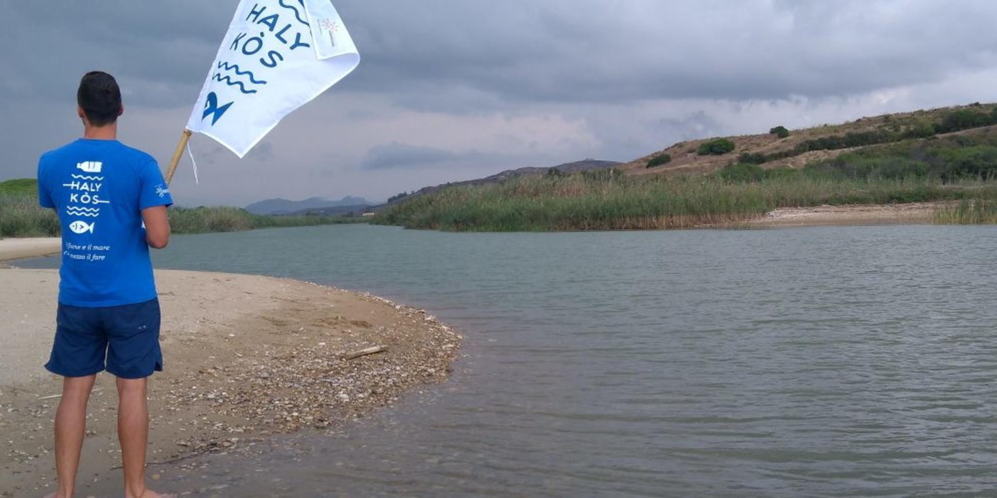Una barriera alla foce del fiume per bloccare la plastica: in Sicilia l'iniziativa contro i rifiuti in mare