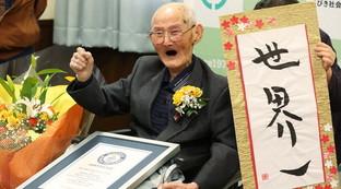 """""""Non arrabbiarsi mai e sorridere sempre"""" per arrivare a 112 anni: ecco l'elisir di lunga vita dell'uomo più vecchio del mondo"""