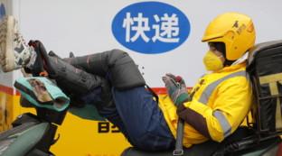 Cina, scene di vita quotidiana durante l'emergenza coronavirus