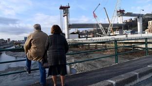 Genova, issata in quota la prima maxi-trave delnuovo viadotto sulPolcevera