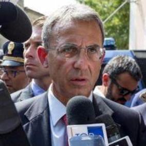 Regionali Campania: il M5s propone il ministro Costa, ancora De Luca per il Pd
