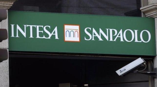 Intesa Sanpaolo lancia a sorpresa un'Ops per rilevare Ubi Banca - Titoli volano in Borsa