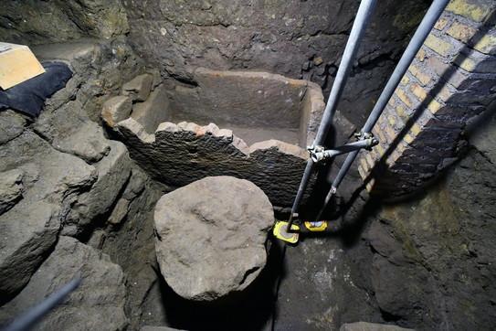 Foro romano, riemerge sarcofago del VI secolo a.C.: forse è la tomba di Romolo