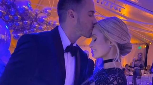 Paris Hilton festeggia i 39 anni e si regala un nuovo fidanzato