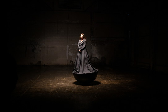 """Yael Naim, guarda le foto del backstage del video di """"Shine"""""""