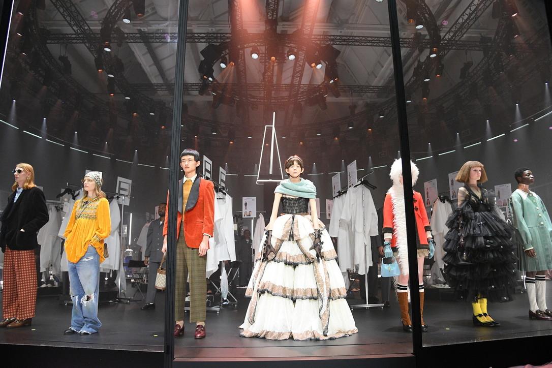 MFW, Gucci donna FW 2020-21: la sfilata gira come una giostra