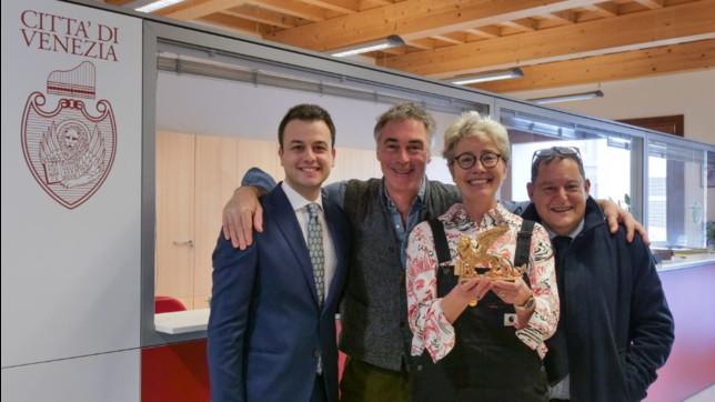 Emma Thompson e il marito Greg Wisesono ufficialmente cittadini di Venezia