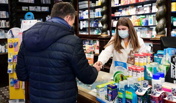 Strade deserte e farmacisti con le mascherine: Codognosi ferma per il coronavirus