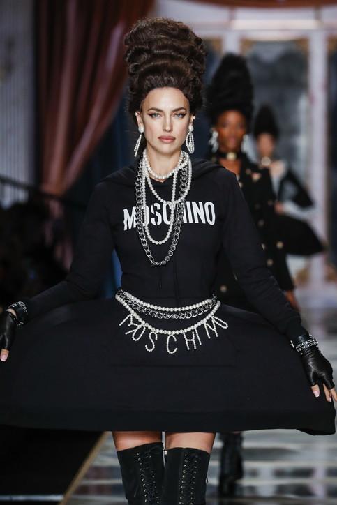 MFW 2020, trend dalle sfilate: i beauty look 'esagerati' di Moschino