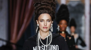 MFW 2020, trend dalle sfilate: i beauty look 'esagerati' di Moschino