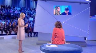 """""""C'è posta per te"""", Maria De Filippi contro la mamma omofoba: """"Tua figlia si è innamorata"""""""