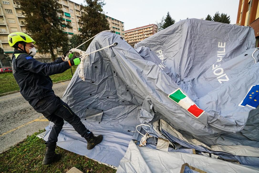 Coronavirus, tende di osservazione davanti a tutti i Pronto soccorso del Piemonte