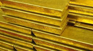 Crolla il petrolio, oro ai massimi da sette anni| La Borsa in tempo reale: rosso pesante a Piazza Affari