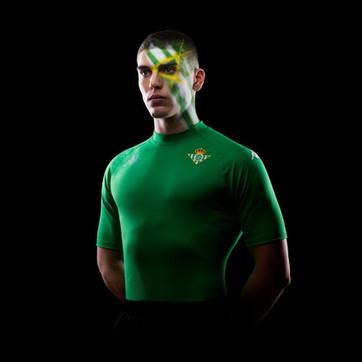 Uomo, moda e calcio: l'evoluzione della maglia Kombat di Kappa
